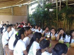 Makan Siang di Yoga Barn