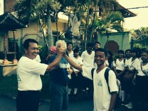 Kepala Sekolah, Pak Dave dan Kawenuh.