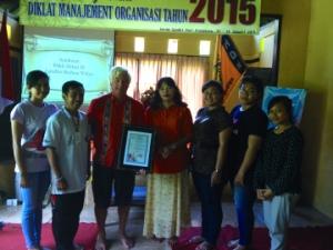 Mahasiswa IHDN Denpasar dan Dave  berjanji untuk menjaga Bali tetap Indah