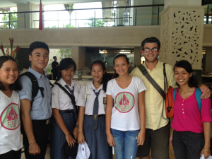 Isabel dan Melati dari Bye Bye Plastic Bag bersama Ketua Eco Club Klungkung Gita dan Reny, Komang dari Universitas Udayana, Puji dari Keep Bali Beautiful dan Lucas dari DASH