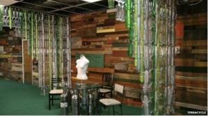 Kantor Terracycle di AS menggunakan botol daur ulang sebagai dinding pembatas.